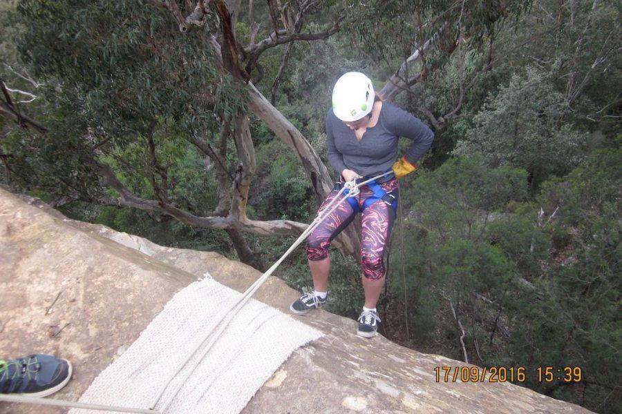 http://mtdan.com.au/wp-content/uploads/2016/01/1-Mt-Portal-Abseiling-Tour-Mt-Dans-Adventures-2-900x600.jpg
