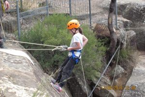 http://mtdan.com.au/wp-content/uploads/2016/02/1-Mt-Portal-Family-Abseiling-Adventure-Tour-Mt-Dans-Adventures-300x200.jpg